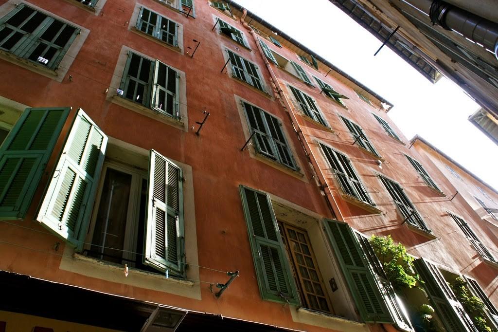 facade-colorée-vieux-nice