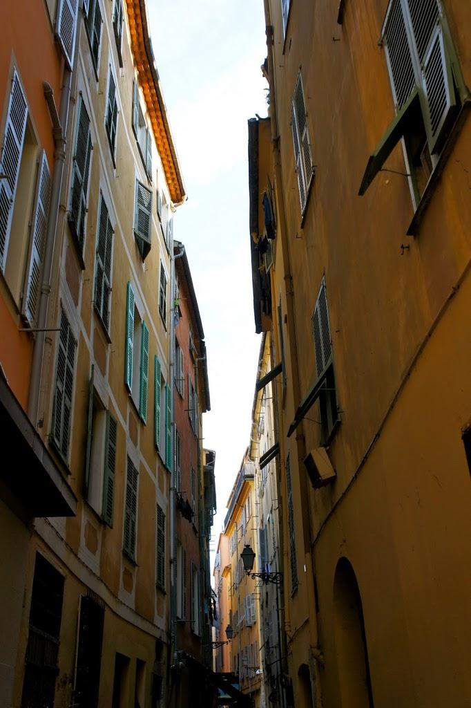 ruelle-vieux-nice-maisons-colorees