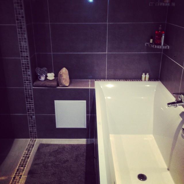Salut oh toi baignoire de mes rêves où je vais me délasser de cette journée #bath #sick #chill ?
