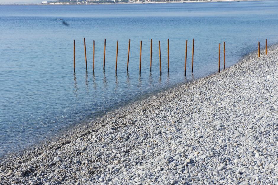 mer-mediterrannée-nice-galets-plage-automne