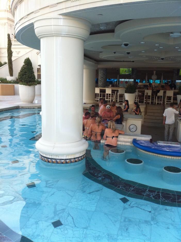 hotel-las-vegas-voyage-piscine-table-de-jeu-bar-blackjack-poker