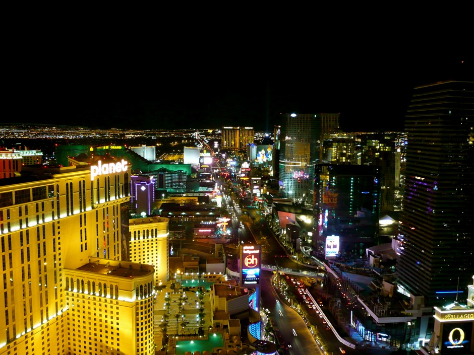 strip-hotel-view-vue-bynight