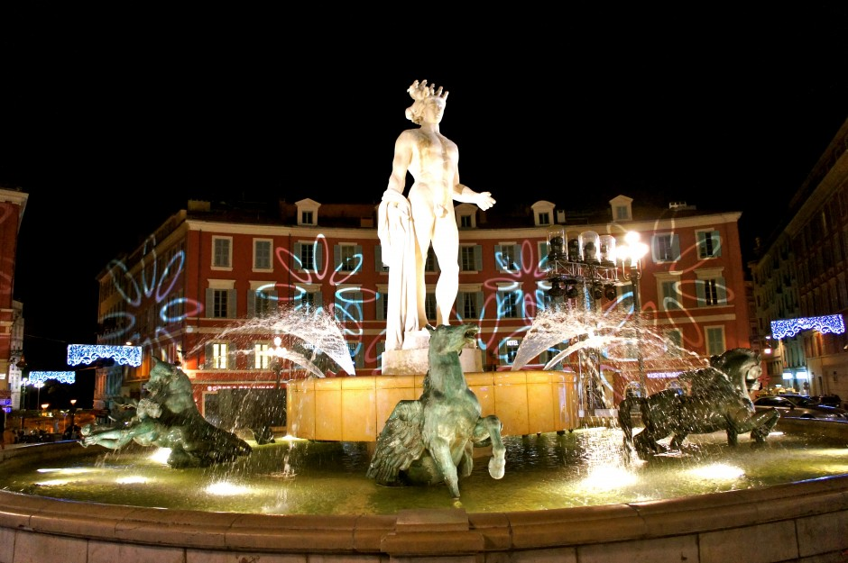 Nice-promenade-paillon-noel-2014-illuminations-fontaine-place-massena