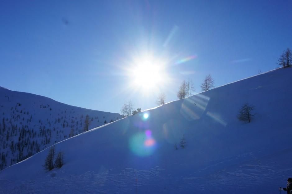 soleil-neige-montagne-ski-sapins-isola-2000-snow