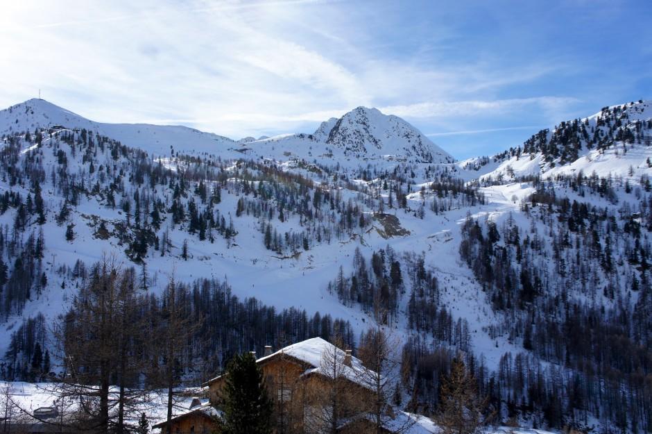 montagne-ski-isola-2000-chalet-pistes-station-sports-hiver-mercantour