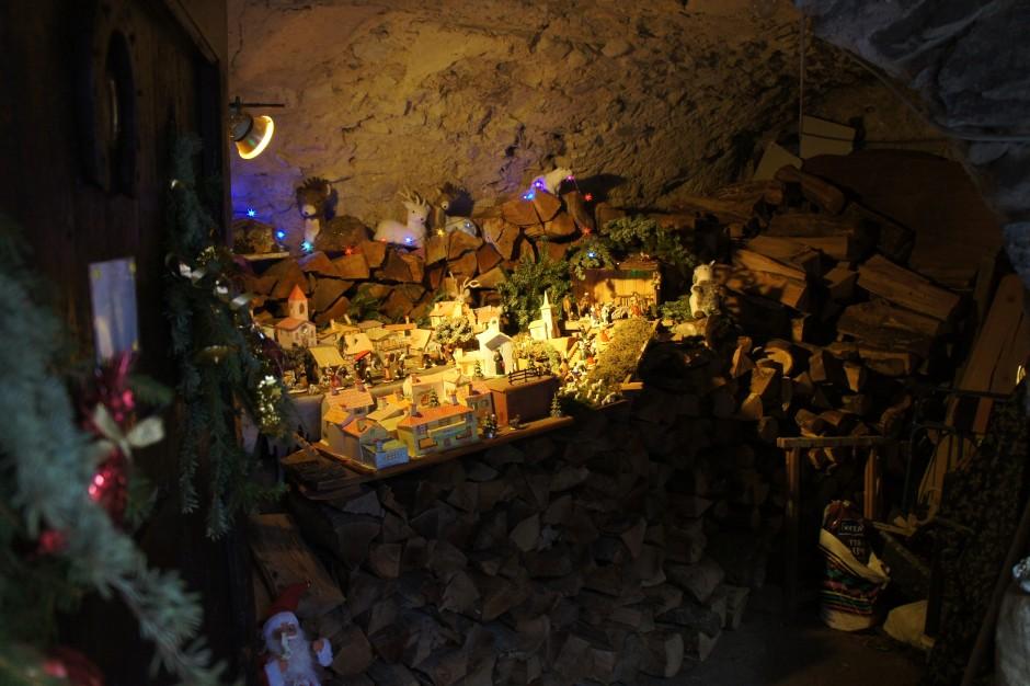 creches-lucéram)cave-noel-arrière-pays-vieilles-pierres-provence