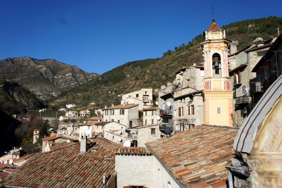 luceram-clochet-eglise-village-arriere-pays-cote-d-azur-nice