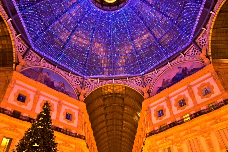 galeries-vittorio-emmanuele-milan-arcades-boutiques-luxe-decoration-noel-illuminations