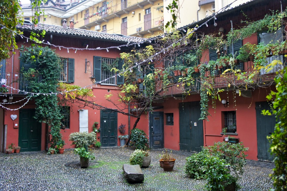 maisons-rouges-quartier-navigli-milan-weekend-citybreak