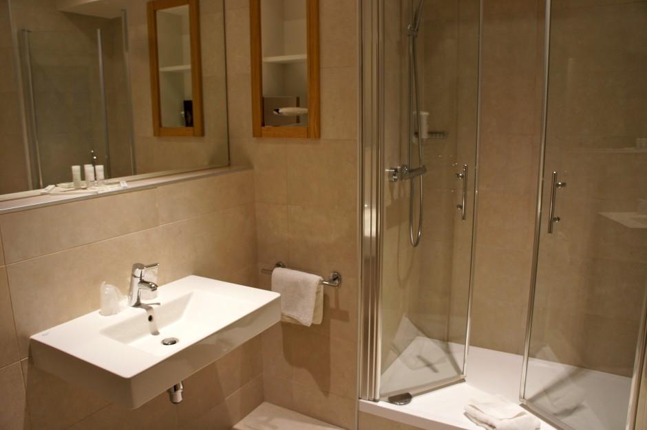 chambre-standing-hotel-royal-westminster-menton-vacances-bleues-avis-test-salle-de-bains