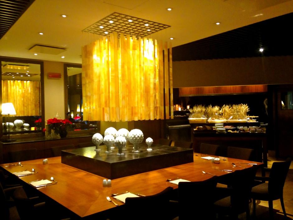 hotel-radisson-blu-milan-salle-restaurant-petit-dejeuner