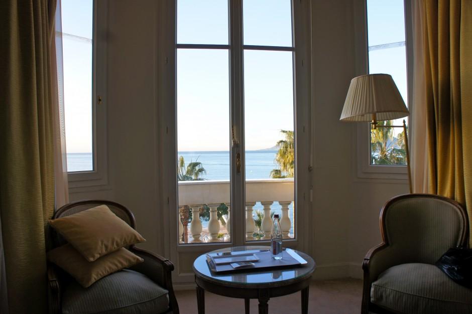 chambre-hotel-intercontinental-carlton-cannes-croisette-reveil-vue-mer