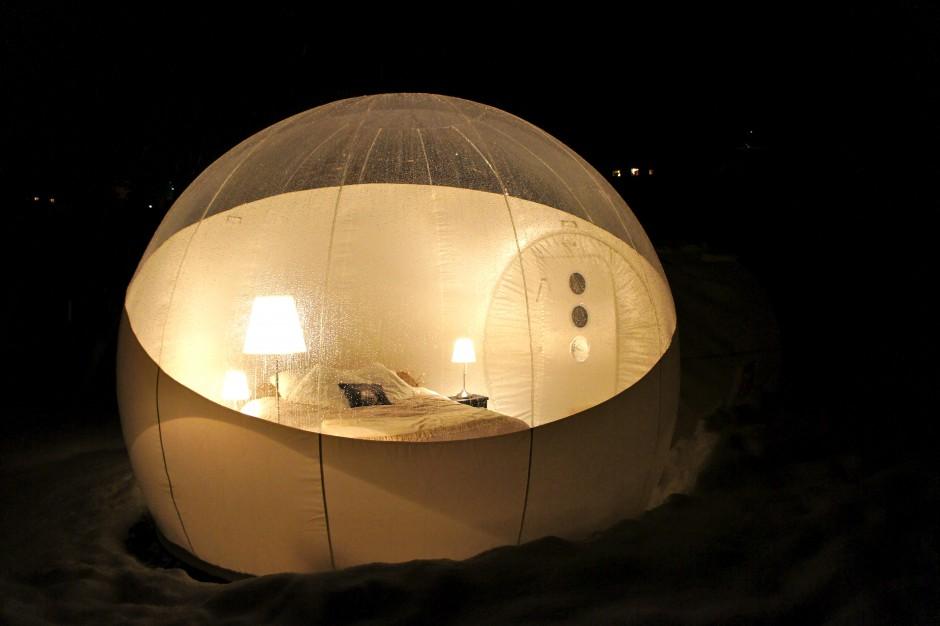 nuit insolite dans le 06 dormir dans une bulle journal. Black Bedroom Furniture Sets. Home Design Ideas