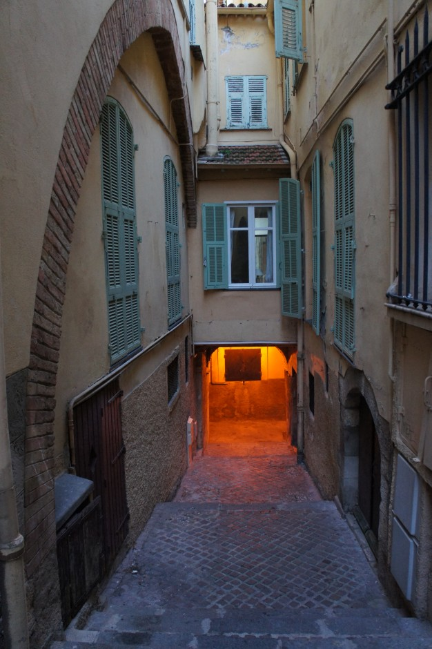visiter-villefranche-sur-mer-vieux-village-ruelles