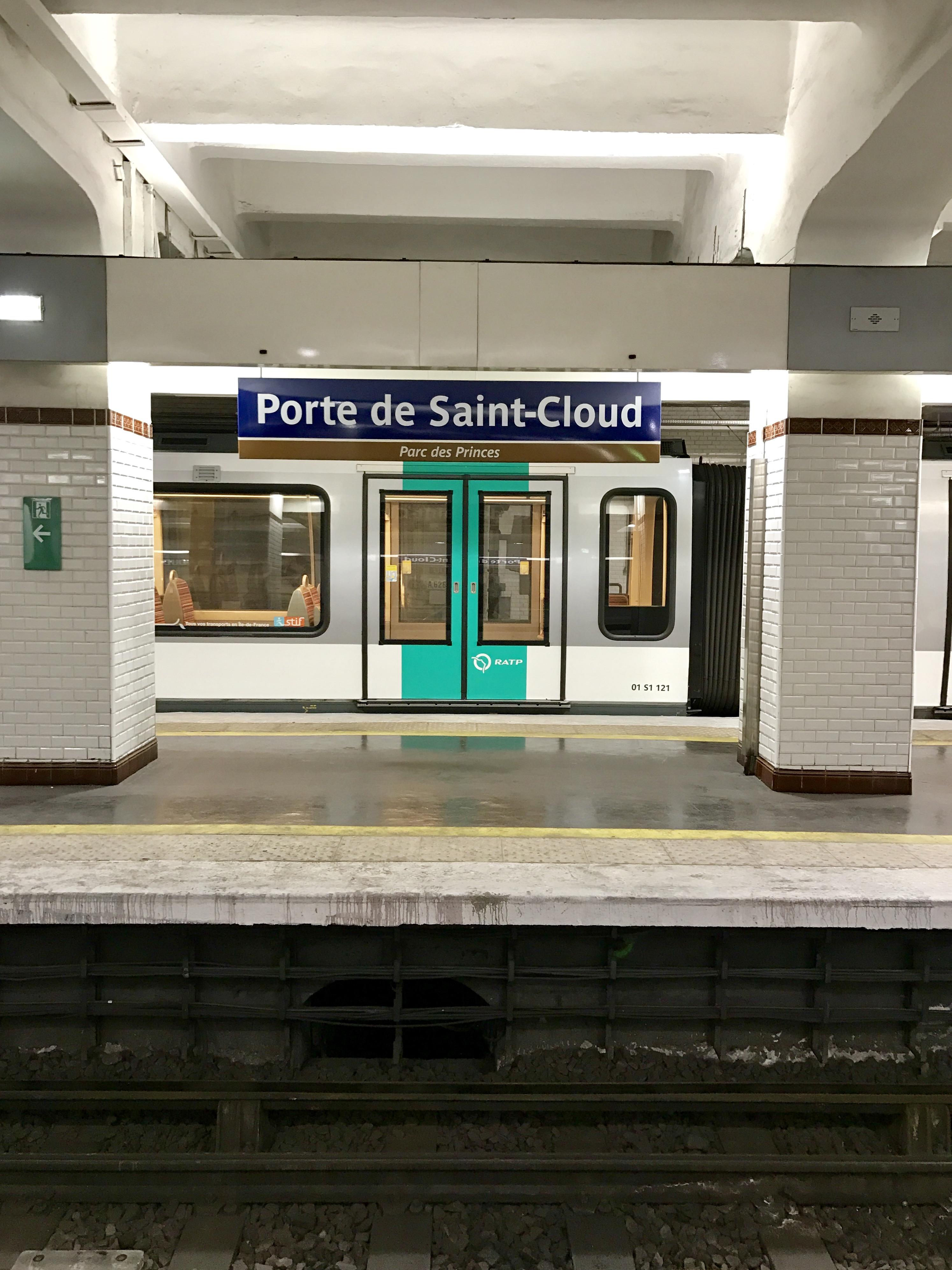 Metro porte de Saint cloud