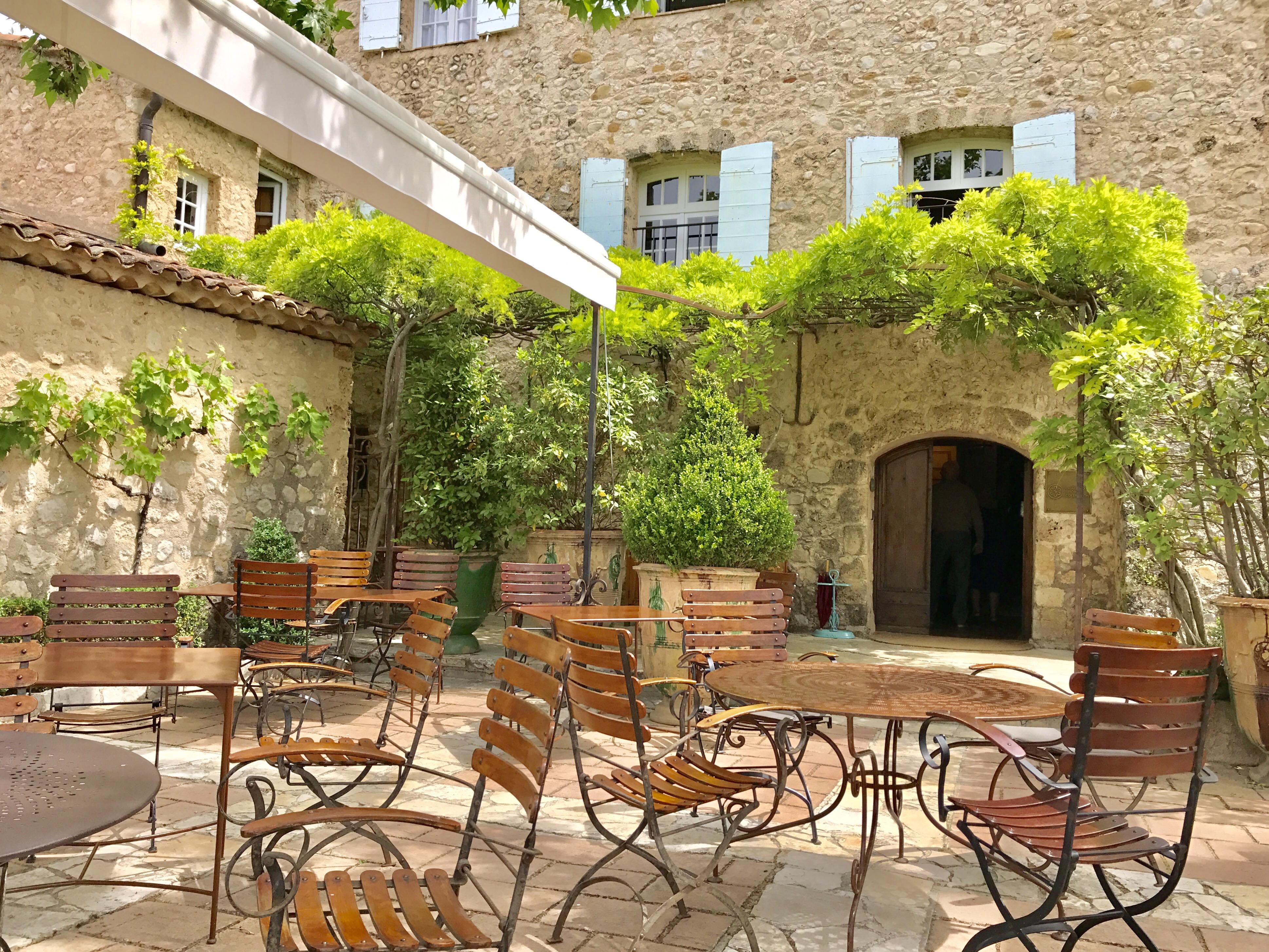 Déjeuner à la bastide de Moustiers - Journal d\'une Niçoise