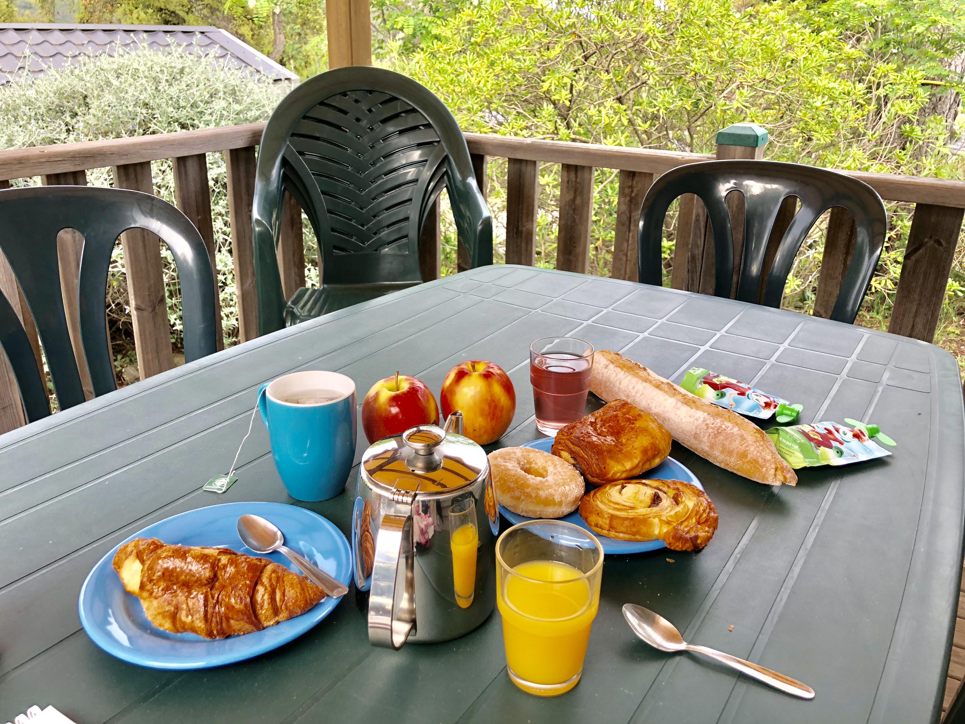 Petit-dejeuner-mobilhome